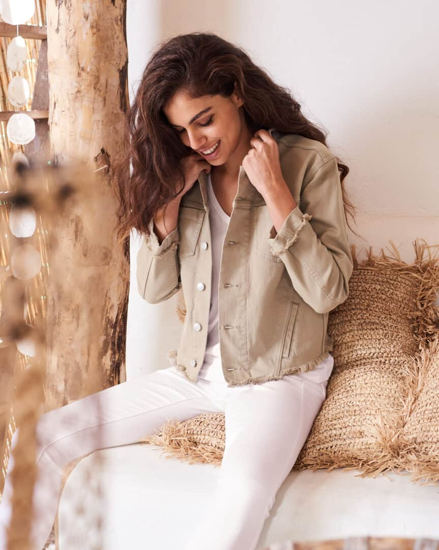 jeansjasje met franjes lichtkaki repeat tineb oudenaarde damesmode
