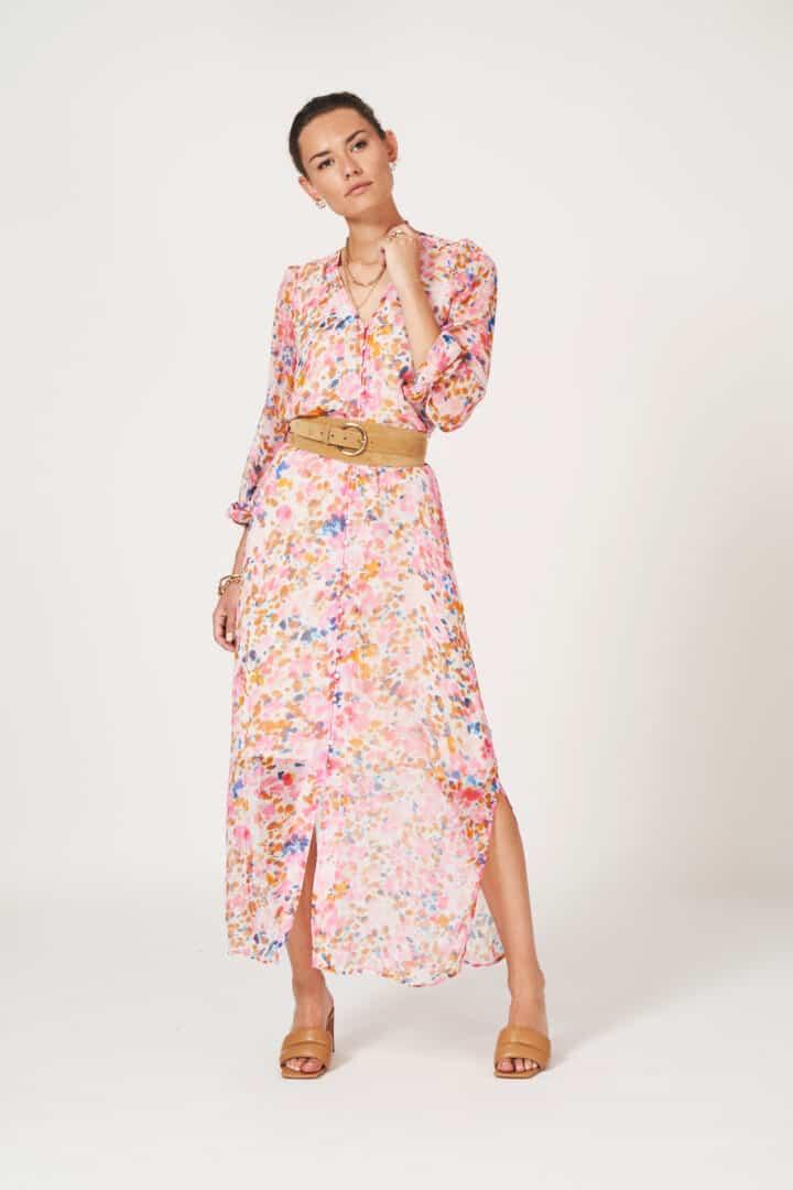 lange jurk in roze bloemenprint dante6 tineb oudenaarde damesmode