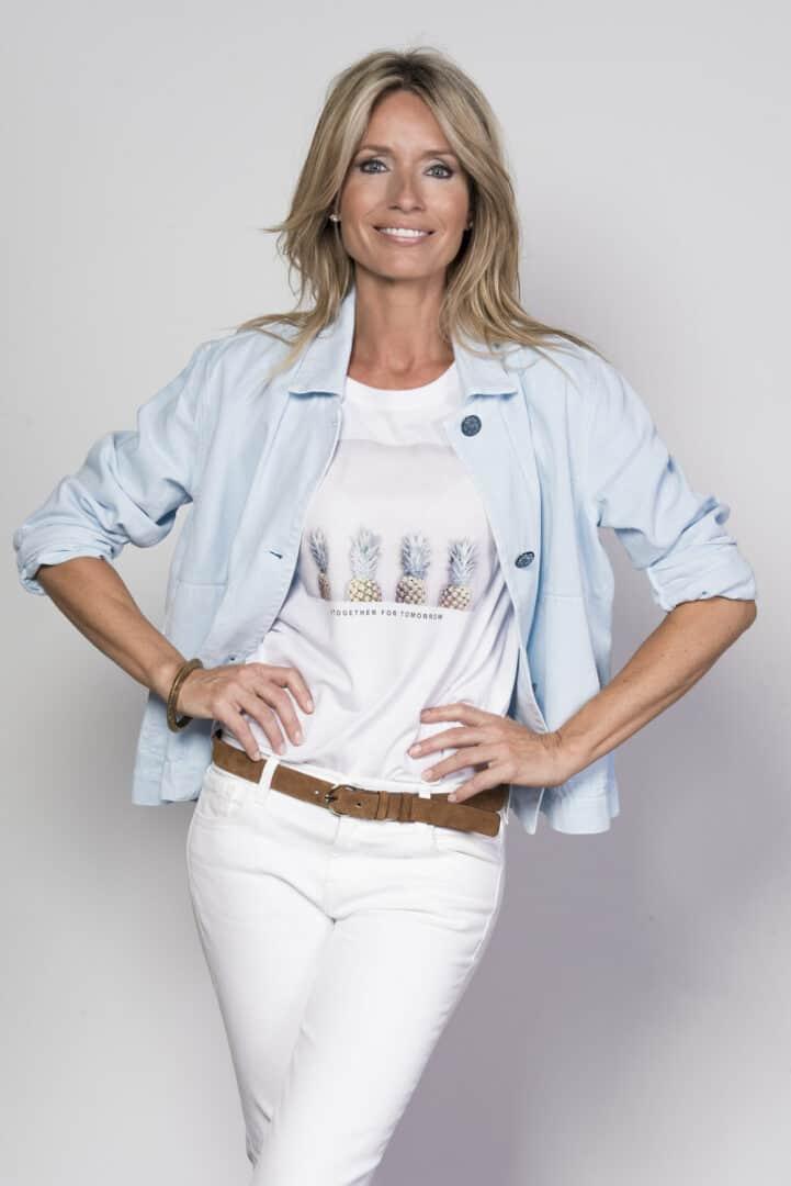 lichtblauw jeansjasje print shirt margittes tineb oudenaarde damesmode