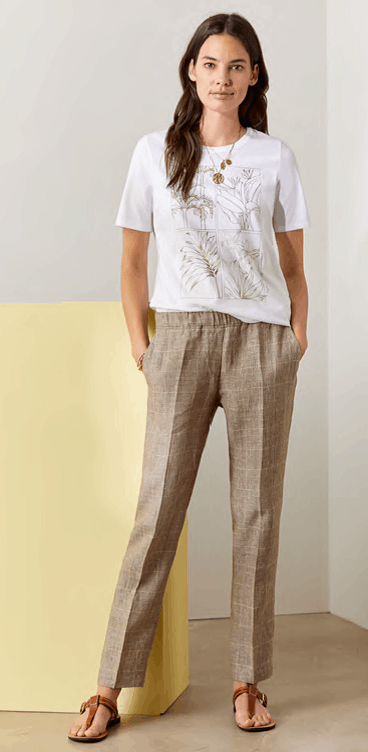 wit shirt met dessin op taupe ruit linnenbroek brax tineb oudenaarde damesmode