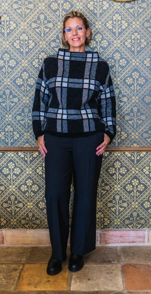 geruite trui anneclaire wijde pantalon seductive 156 tineb oudenaarde damesmode e1632255964587