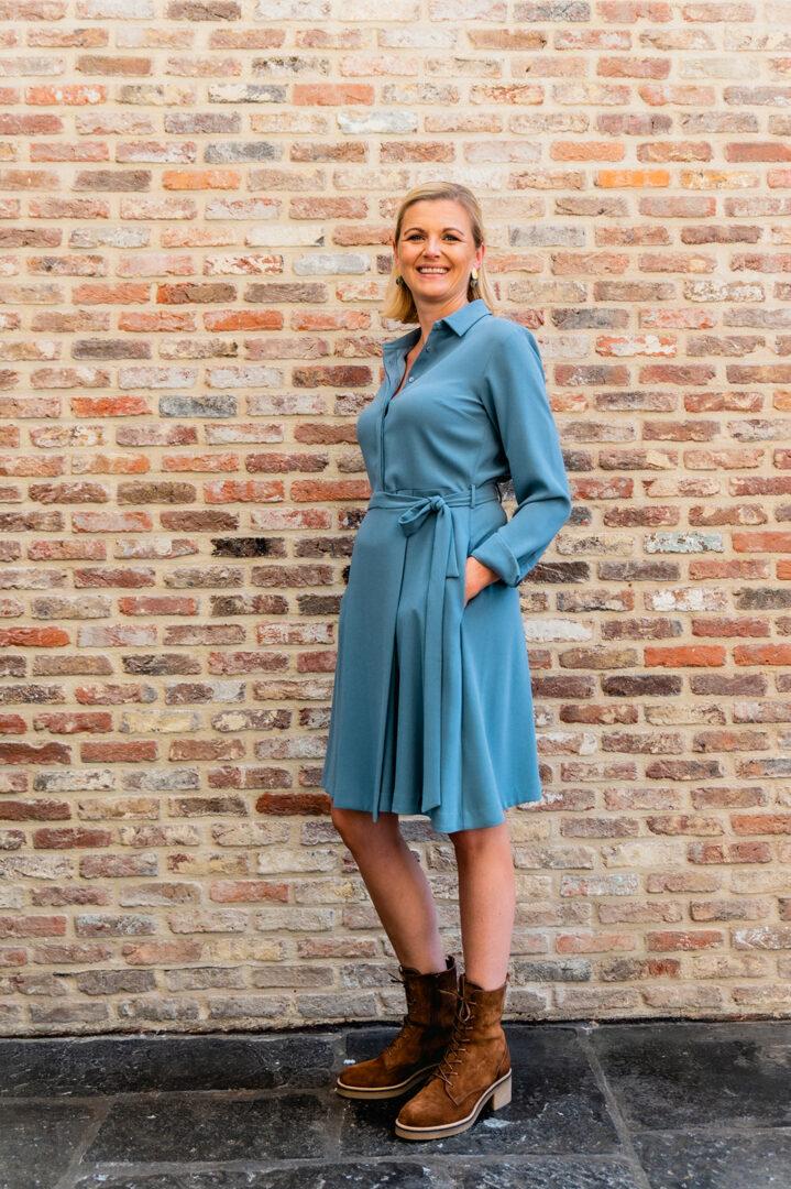jurk ijsblauw rosso35 58 tineb oudenaarde damesmode