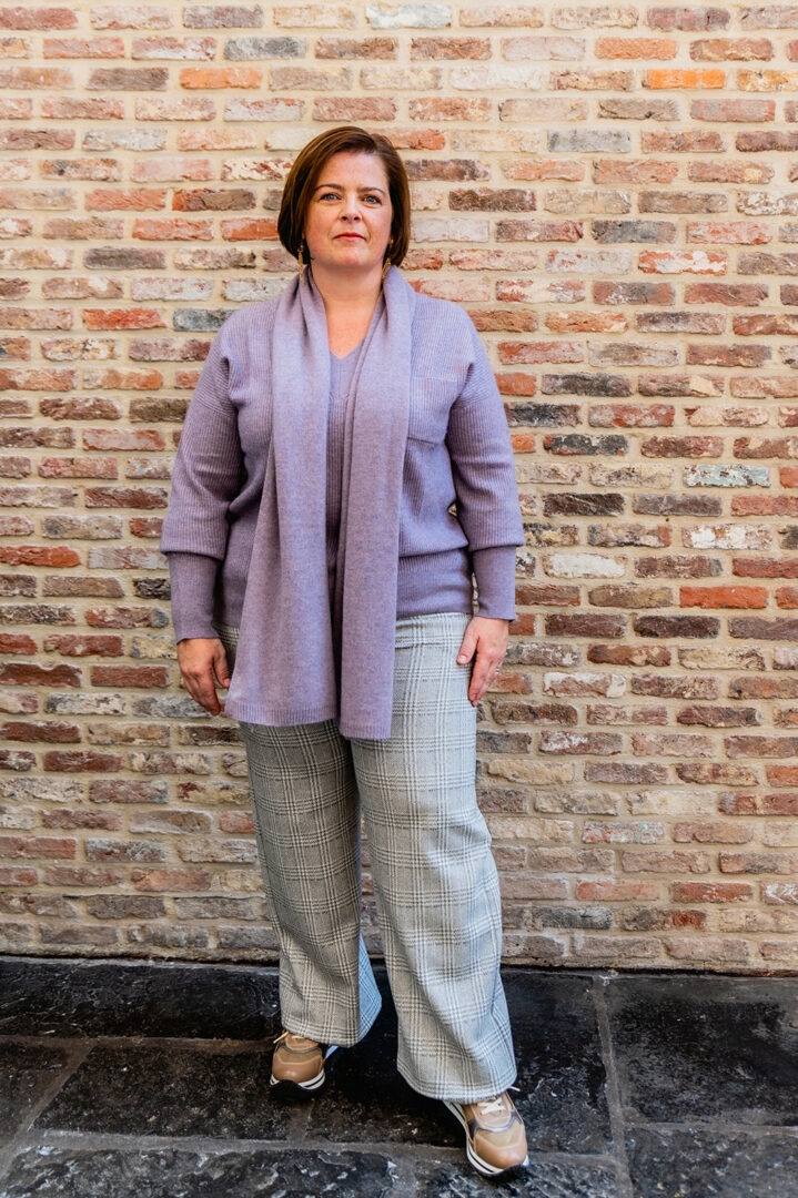 lila trui met sjaal repeat ruit broek riani 73 tineb oudenaarde damesmode