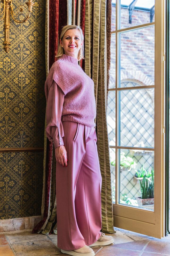 outfit toon op toon winterroze luisa cerano 146 tineb oudenaarde damesmode