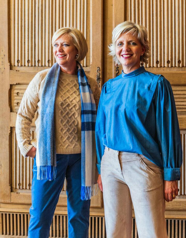 outfits in jeansblauw en camel brax 117 tineb oudenaarde damesmode e1631977089686
