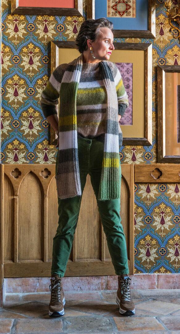 streep trui sjaal ribfluweel broek luisa cerano 96 tineb oudenaarde damesmode e1631977040670